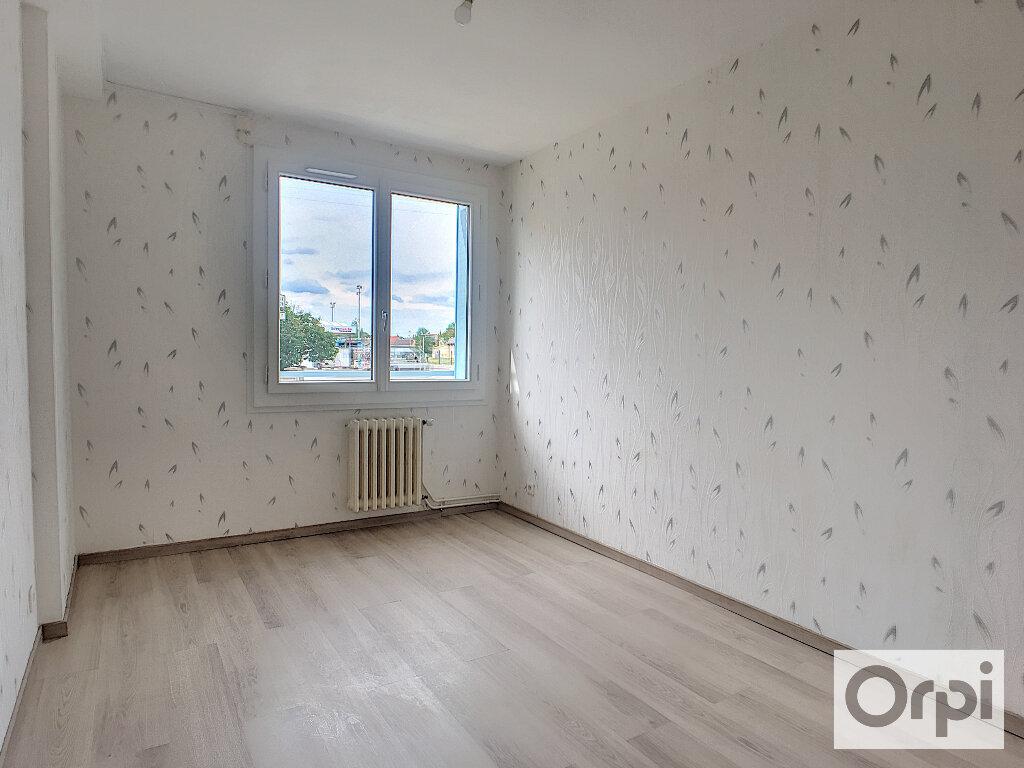 Appartement à louer 4 64.7m2 à Montluçon vignette-5