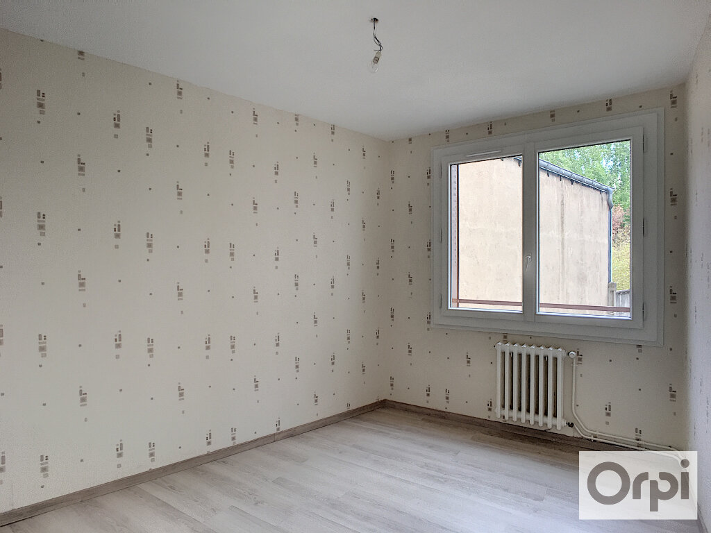 Appartement à louer 4 64.7m2 à Montluçon vignette-6