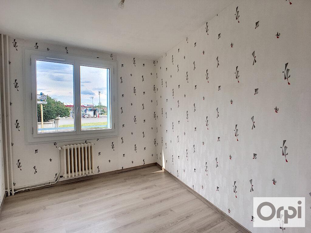 Appartement à louer 4 64.7m2 à Montluçon vignette-7