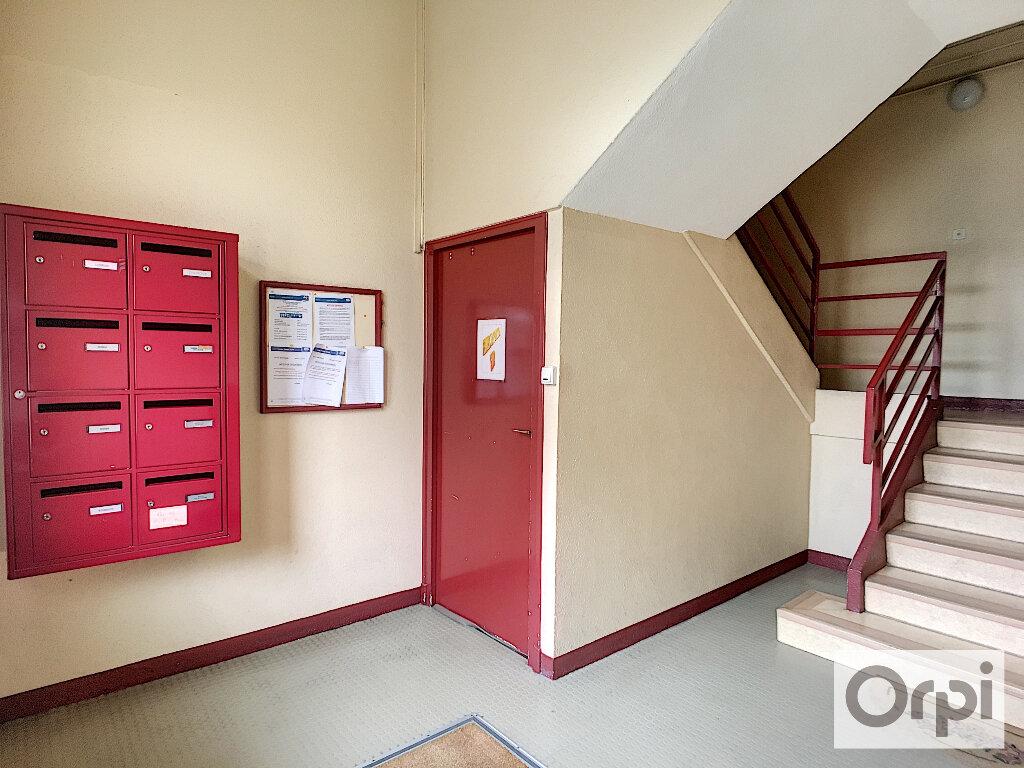 Appartement à louer 4 64.7m2 à Montluçon vignette-10