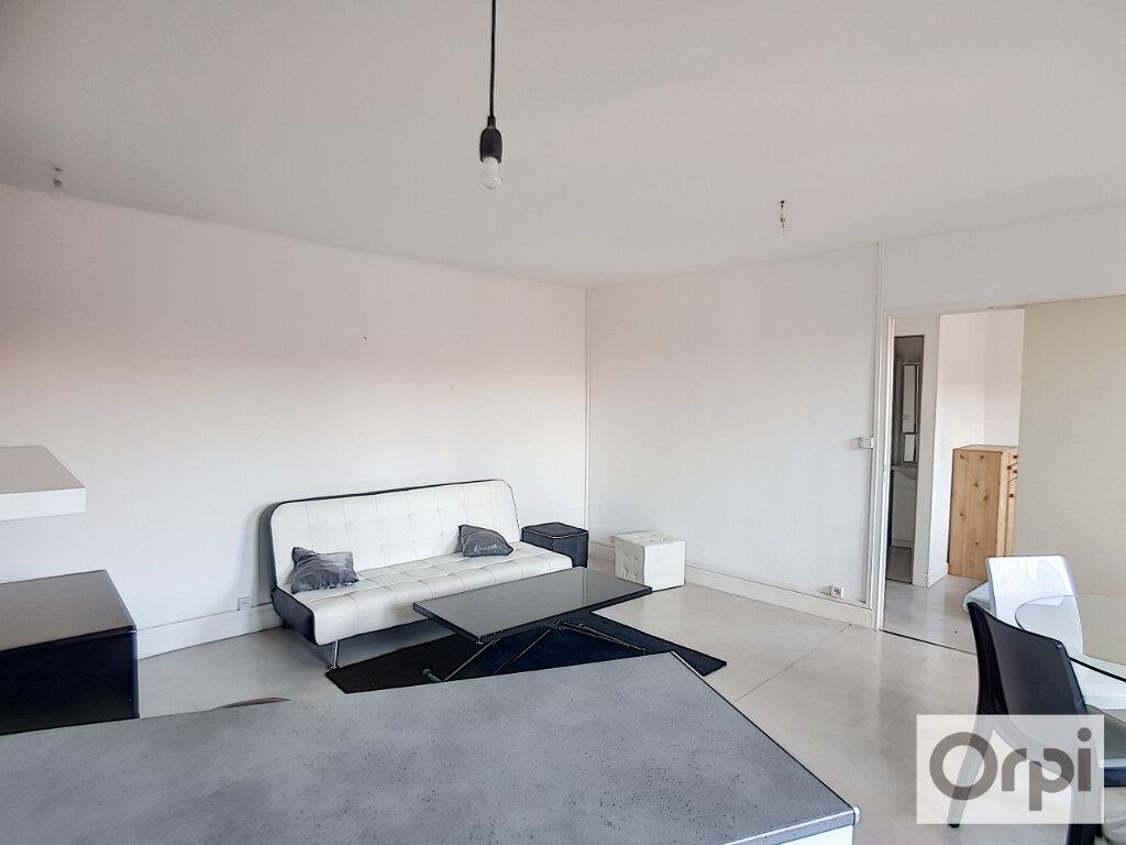 Appartement à louer 2 38.81m2 à Montluçon vignette-2
