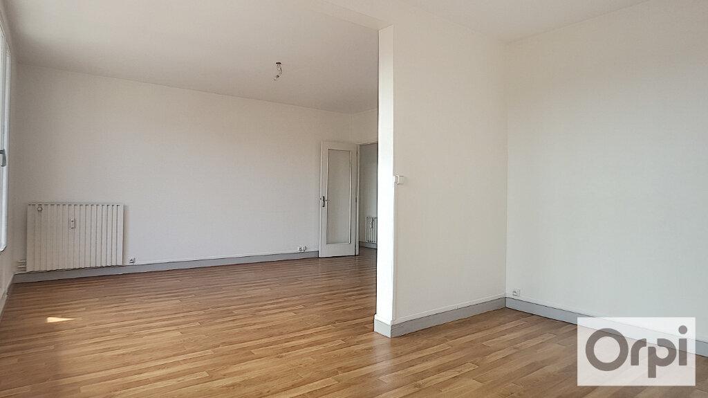 Appartement à louer 3 74.93m2 à Montluçon vignette-3