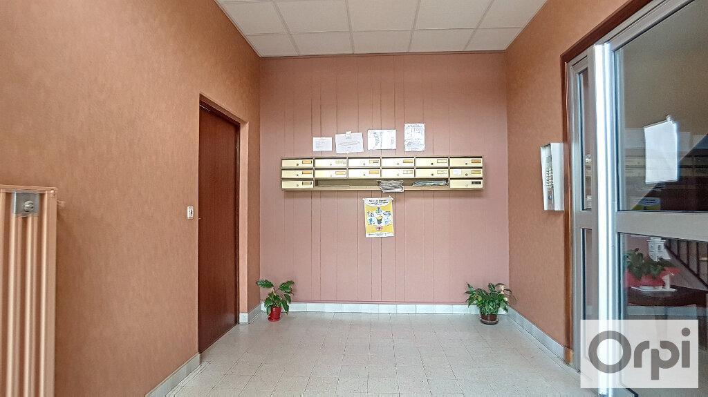 Appartement à louer 3 74.93m2 à Montluçon vignette-11