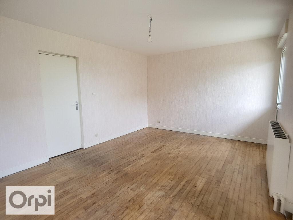 Appartement à louer 3 62.03m2 à Montmarault vignette-3