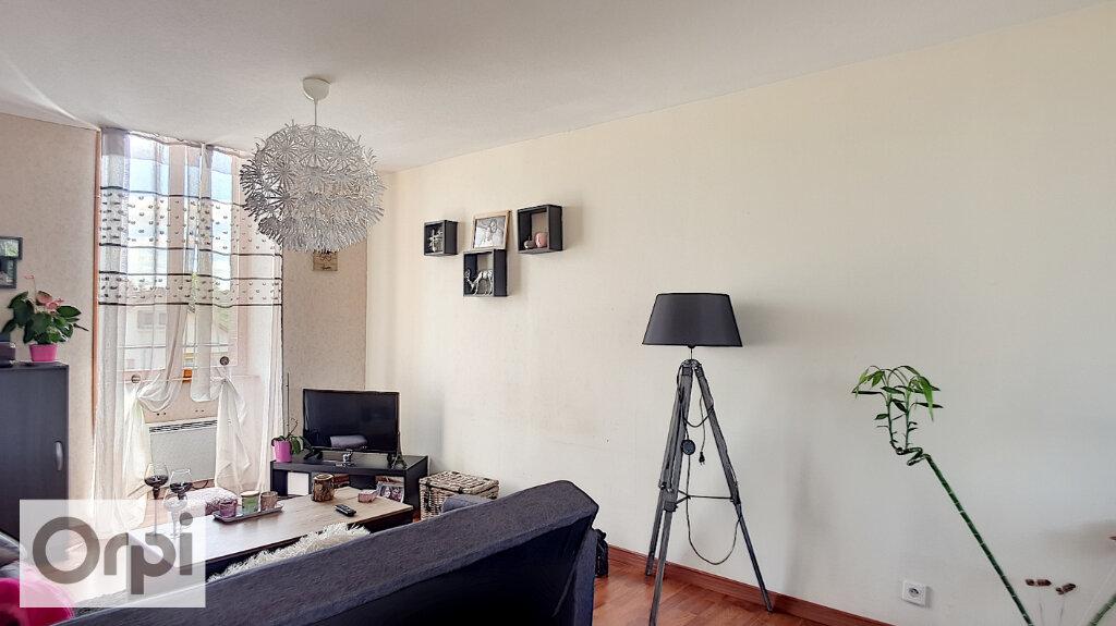 Appartement à louer 3 60m2 à Huriel vignette-4