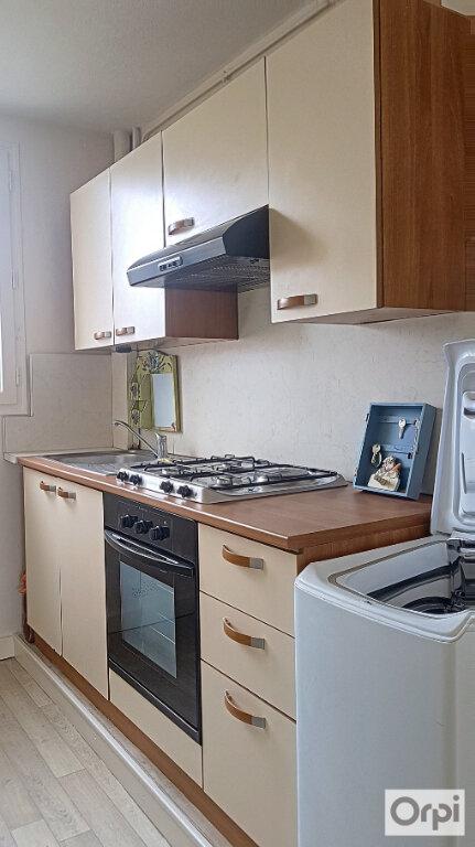 Appartement à louer 2 51m2 à Montluçon vignette-2