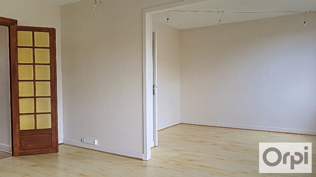 Appartement à louer 2 51m2 à Montluçon vignette-3