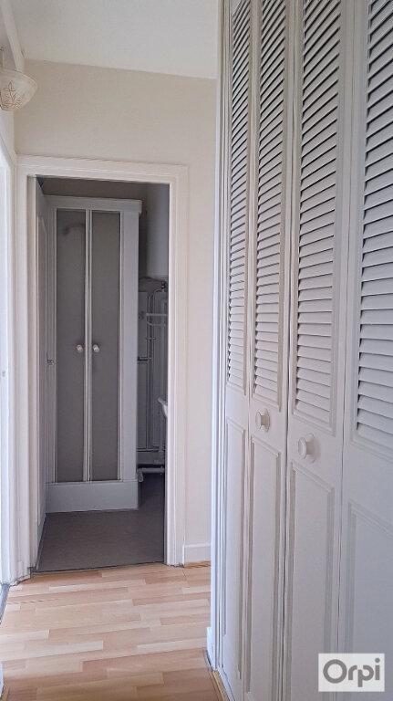 Appartement à louer 2 51m2 à Montluçon vignette-5