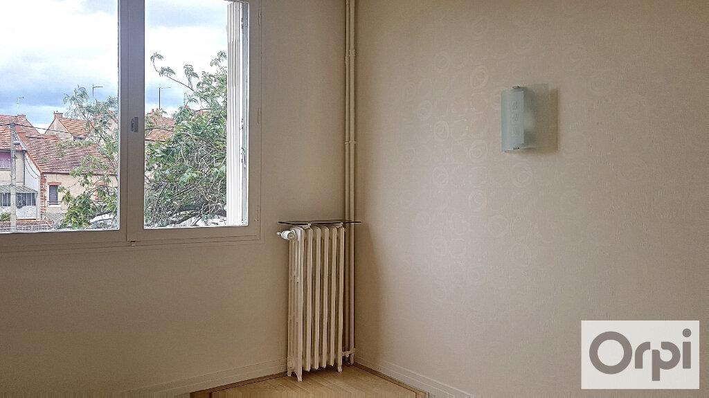 Appartement à louer 2 51m2 à Montluçon vignette-6