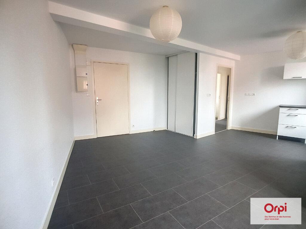 Appartement à louer 3 54.2m2 à Commentry vignette-3
