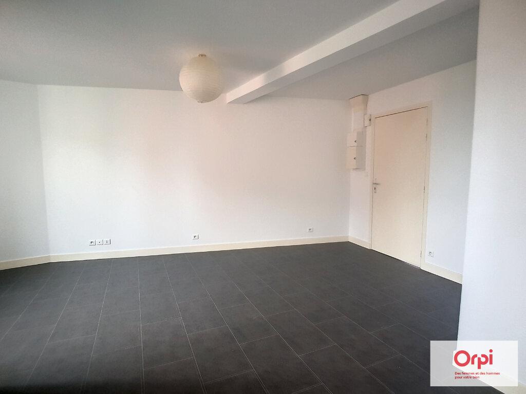 Appartement à louer 3 54.2m2 à Commentry vignette-6
