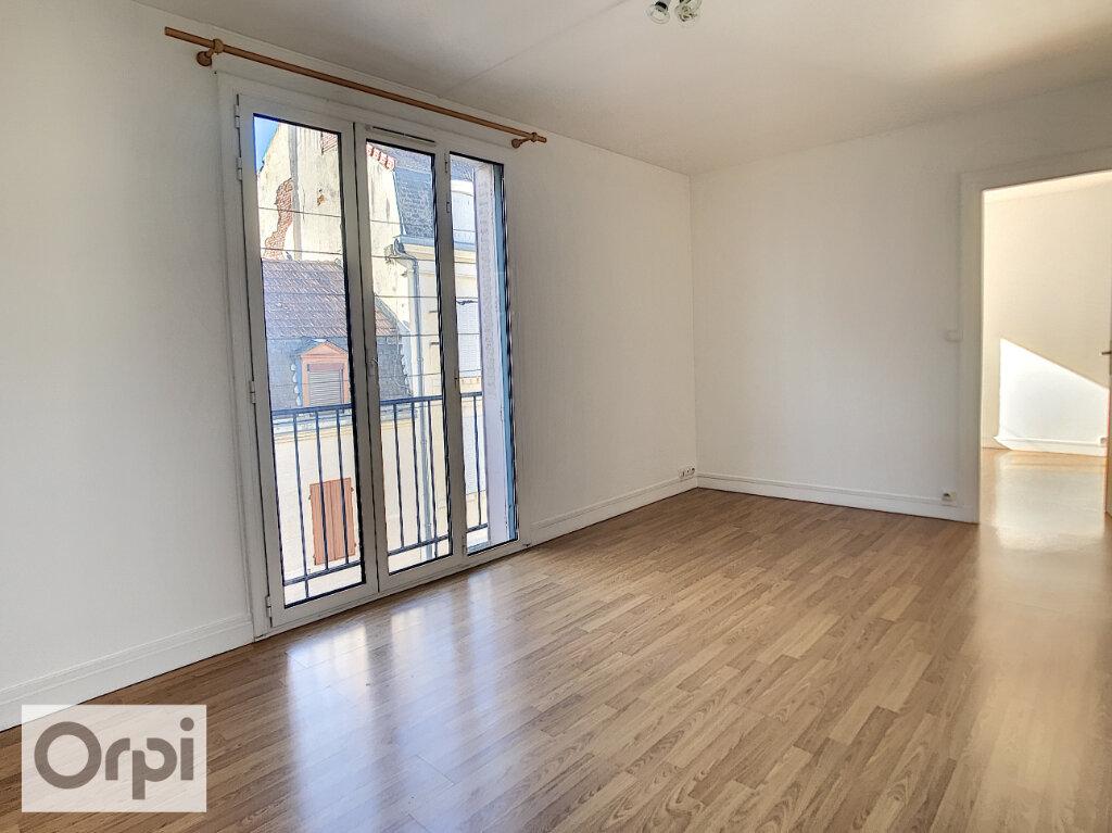 Appartement à louer 2 43.2m2 à Montluçon vignette-2