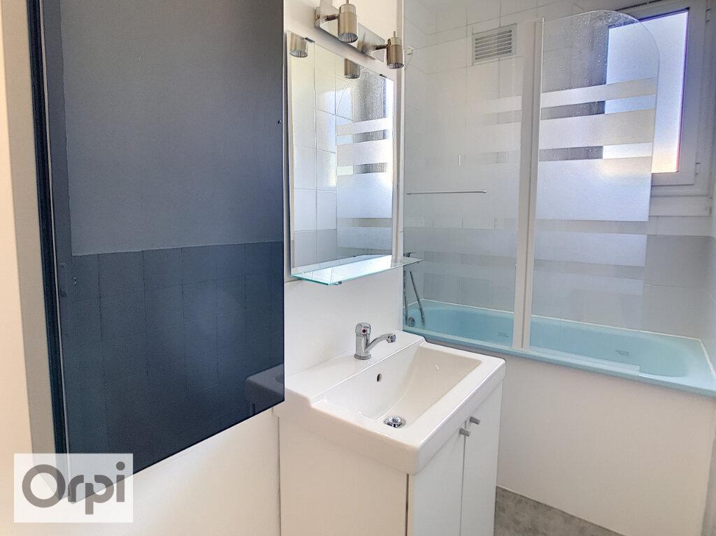 Appartement à louer 2 43.2m2 à Montluçon vignette-6