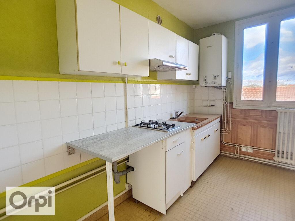 Appartement à louer 3 54.74m2 à Montluçon vignette-1