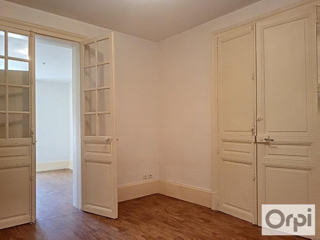 Appartement à louer 3 60m2 à Montluçon vignette-1