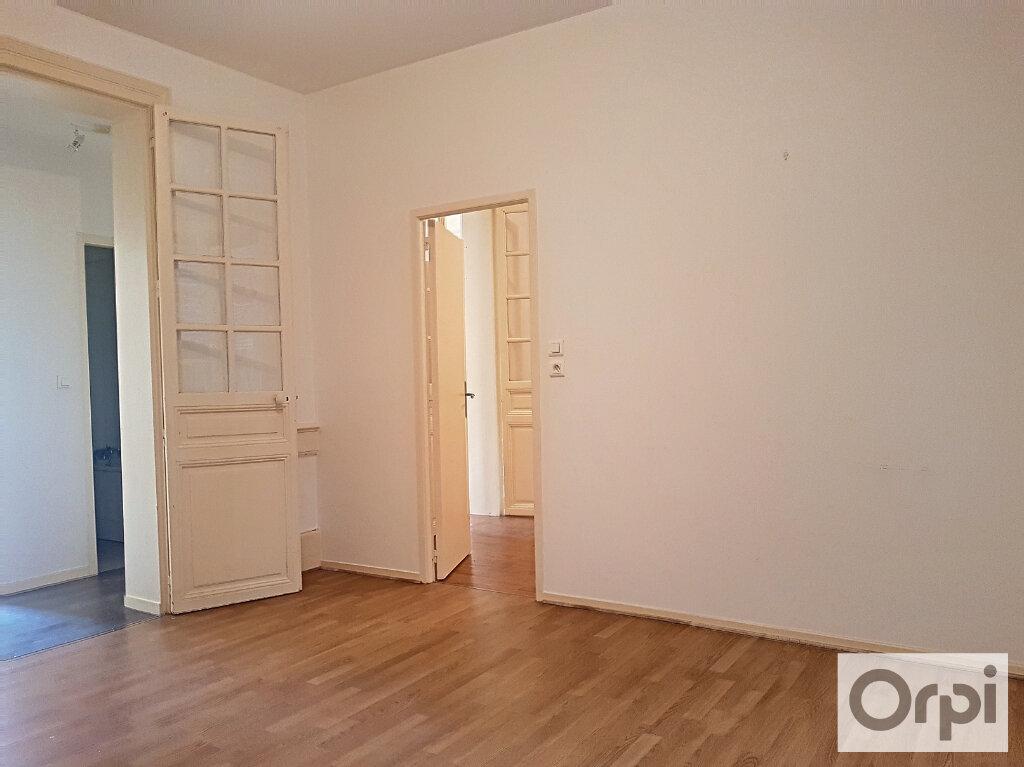 Appartement à louer 3 60m2 à Montluçon vignette-2