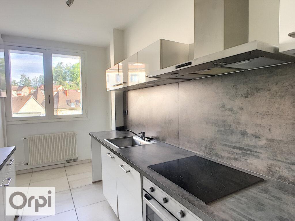 Appartement à louer 5 105.87m2 à Montluçon vignette-1