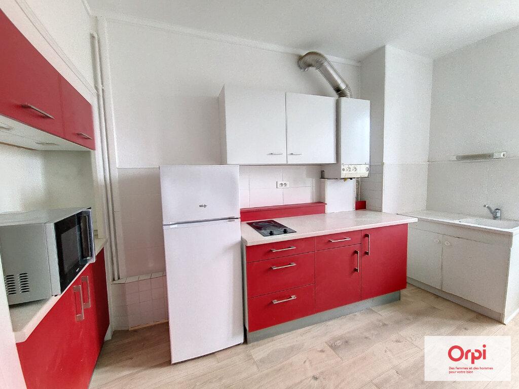 Appartement à louer 2 41m2 à Montluçon vignette-1