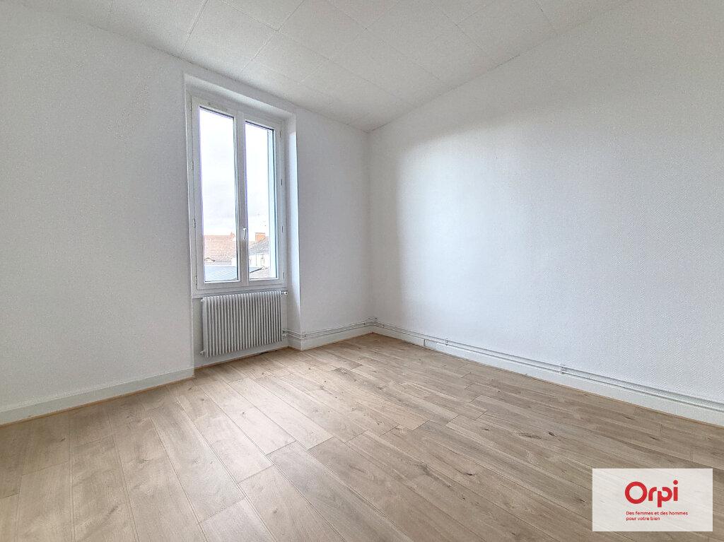 Appartement à louer 2 41m2 à Montluçon vignette-2