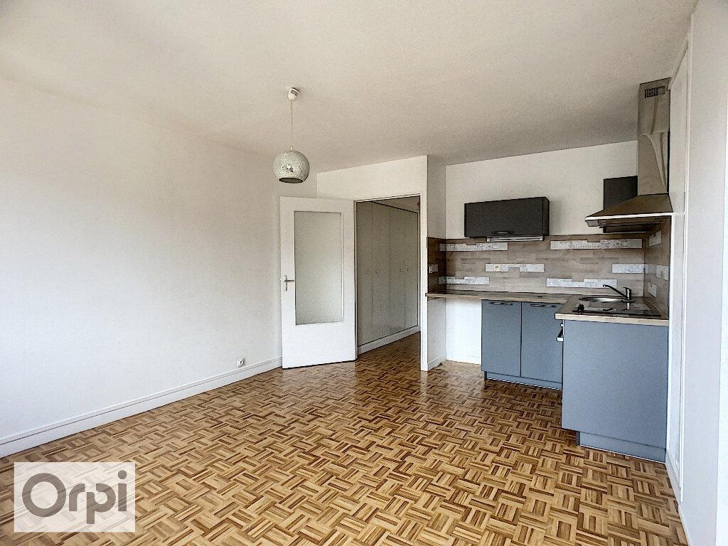 Appartement à louer 2 39m2 à Montluçon vignette-2