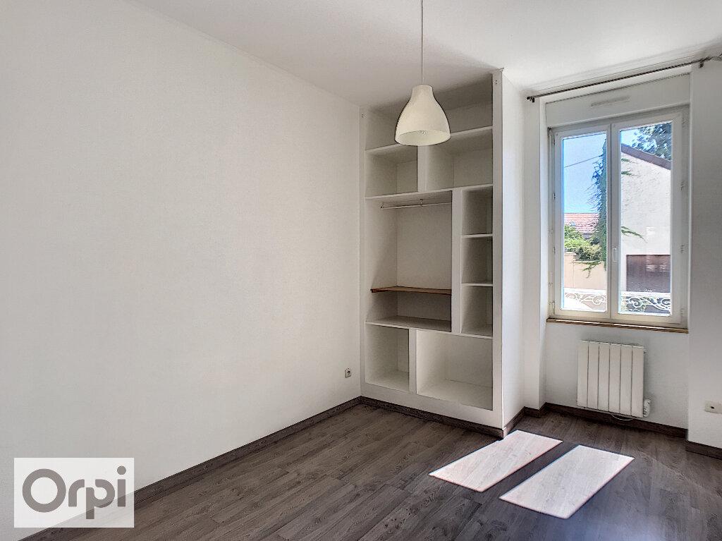 Appartement à louer 3 45m2 à Montluçon vignette-1