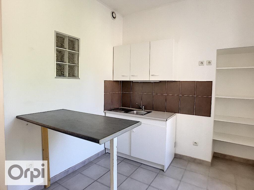 Appartement à louer 3 45m2 à Montluçon vignette-3