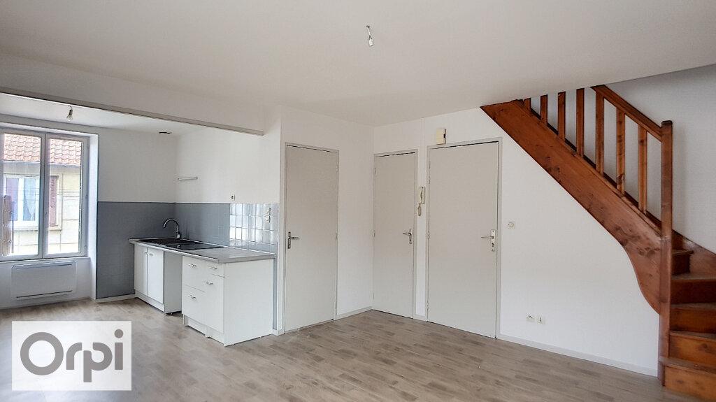 Appartement à louer 3 47.11m2 à Commentry vignette-1