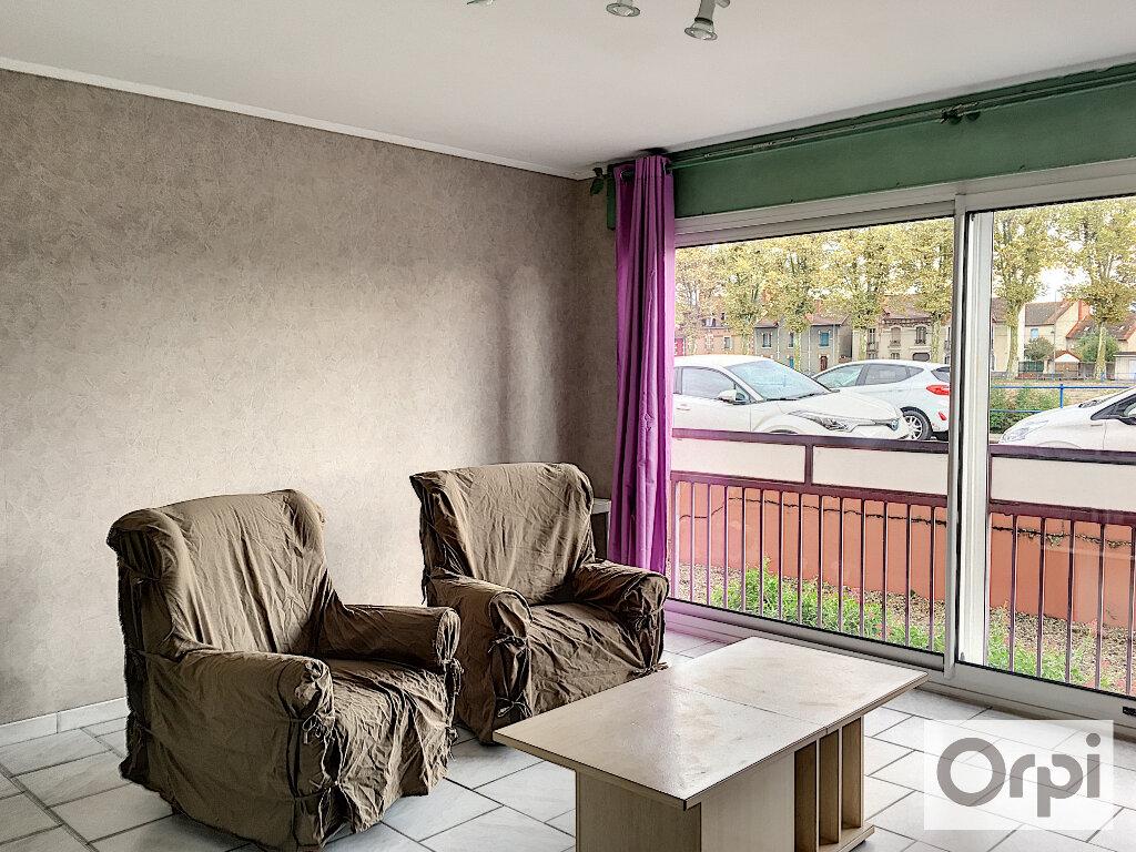 Appartement à louer 1 27m2 à Montluçon vignette-2