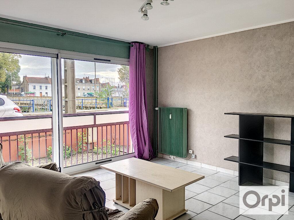 Appartement à louer 1 27m2 à Montluçon vignette-3