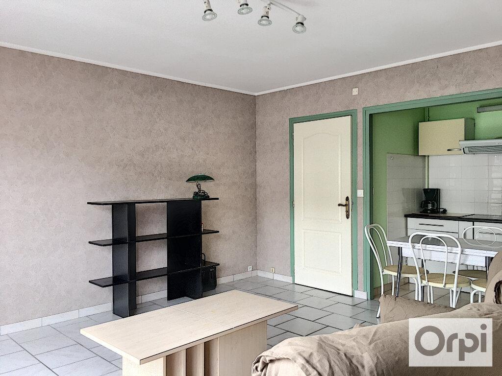 Appartement à louer 1 27m2 à Montluçon vignette-4