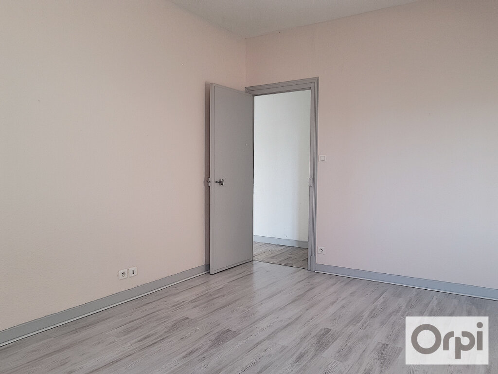 Appartement à louer 2 46.98m2 à Montluçon vignette-2