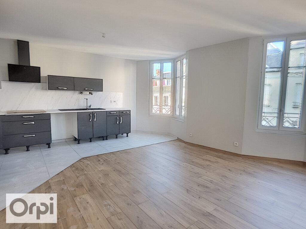 Appartement à louer 3 85m2 à Montluçon vignette-1