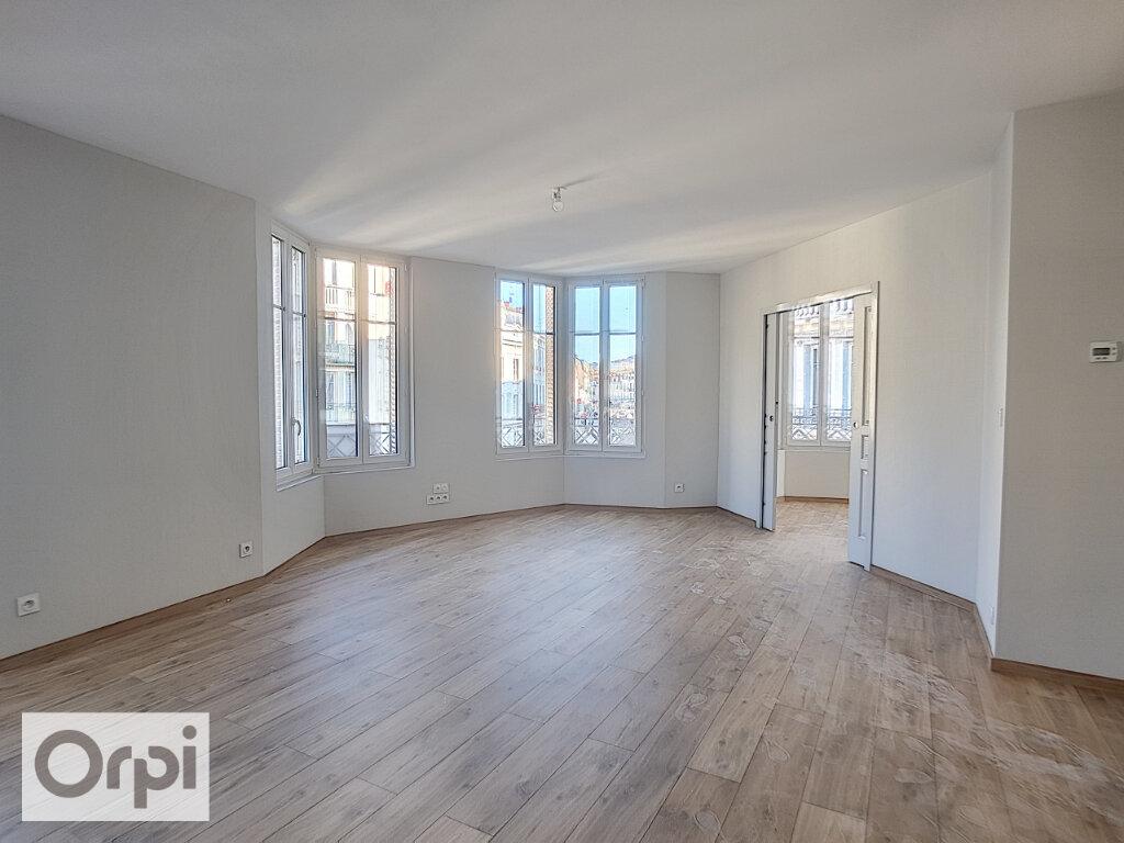 Appartement à louer 3 85m2 à Montluçon vignette-3