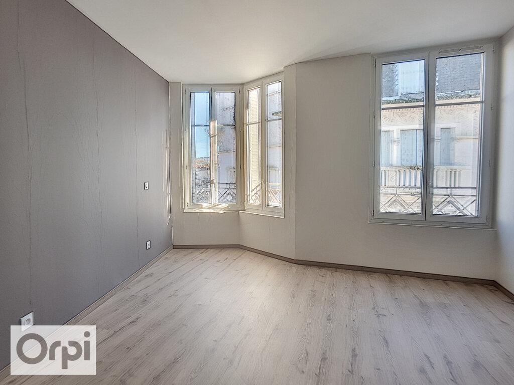 Appartement à louer 3 85m2 à Montluçon vignette-8