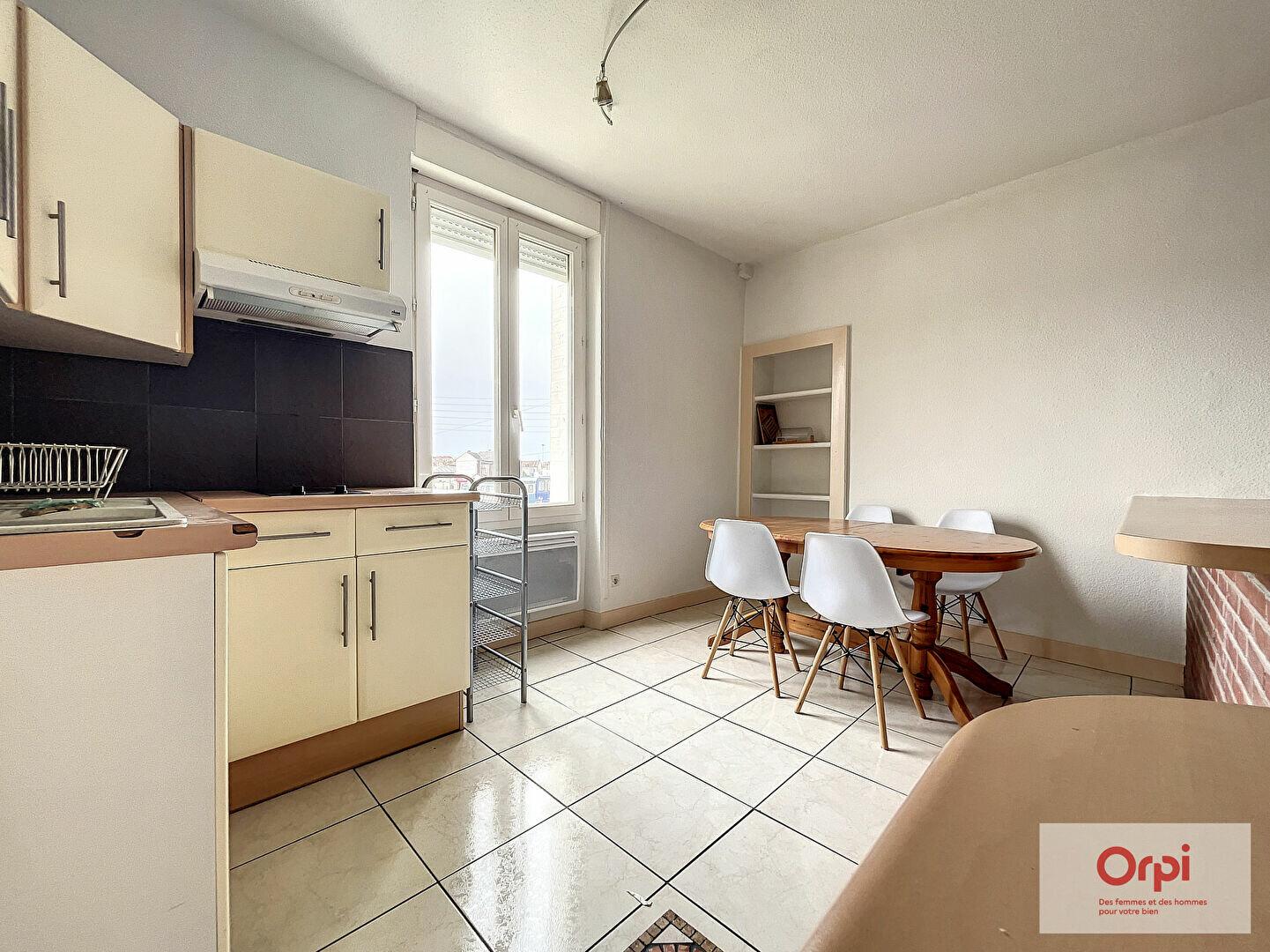 Appartement à louer 2 48m2 à Montluçon vignette-1
