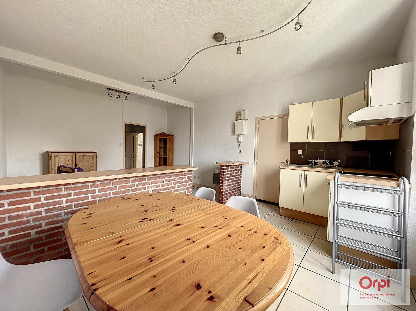 Appartement à louer 2 48m2 à Montluçon vignette-2