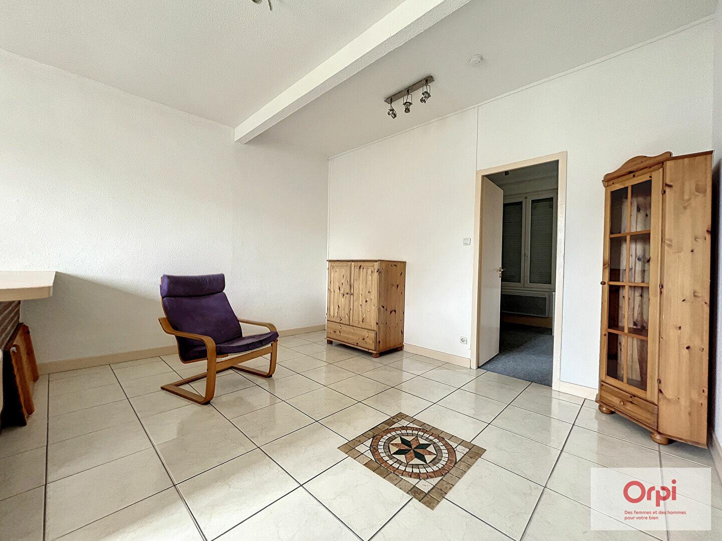 Appartement à louer 2 48m2 à Montluçon vignette-3