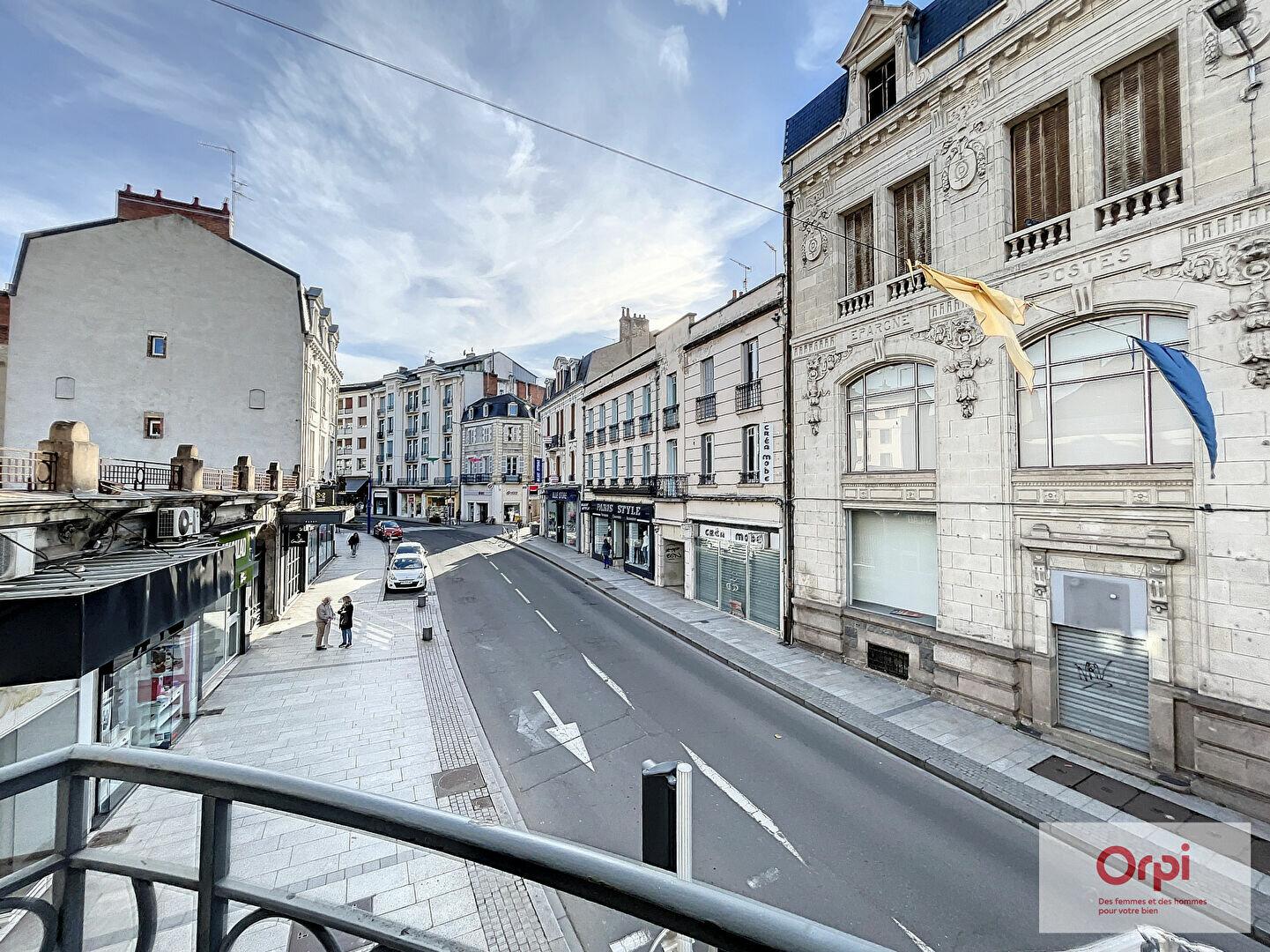 Appartement à louer 4 100m2 à Montluçon vignette-1