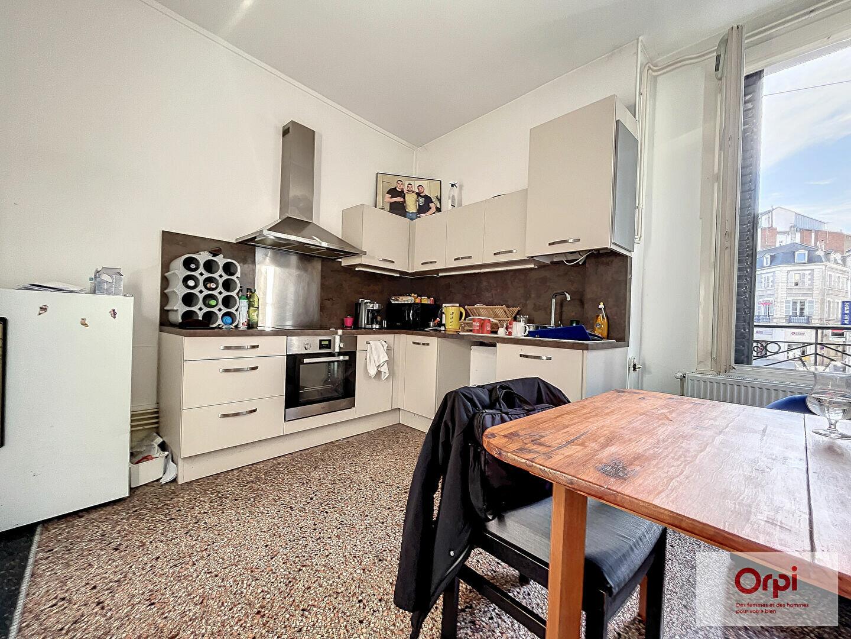 Appartement à louer 4 100m2 à Montluçon vignette-2