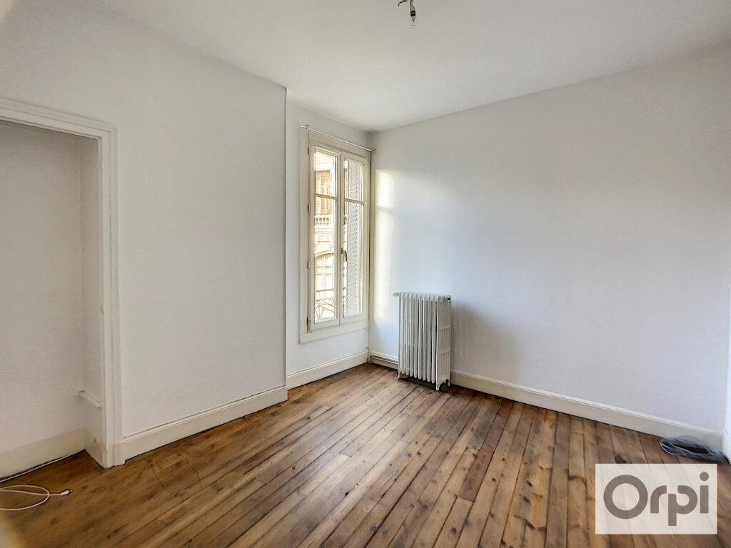 Appartement à louer 4 100m2 à Montluçon vignette-7