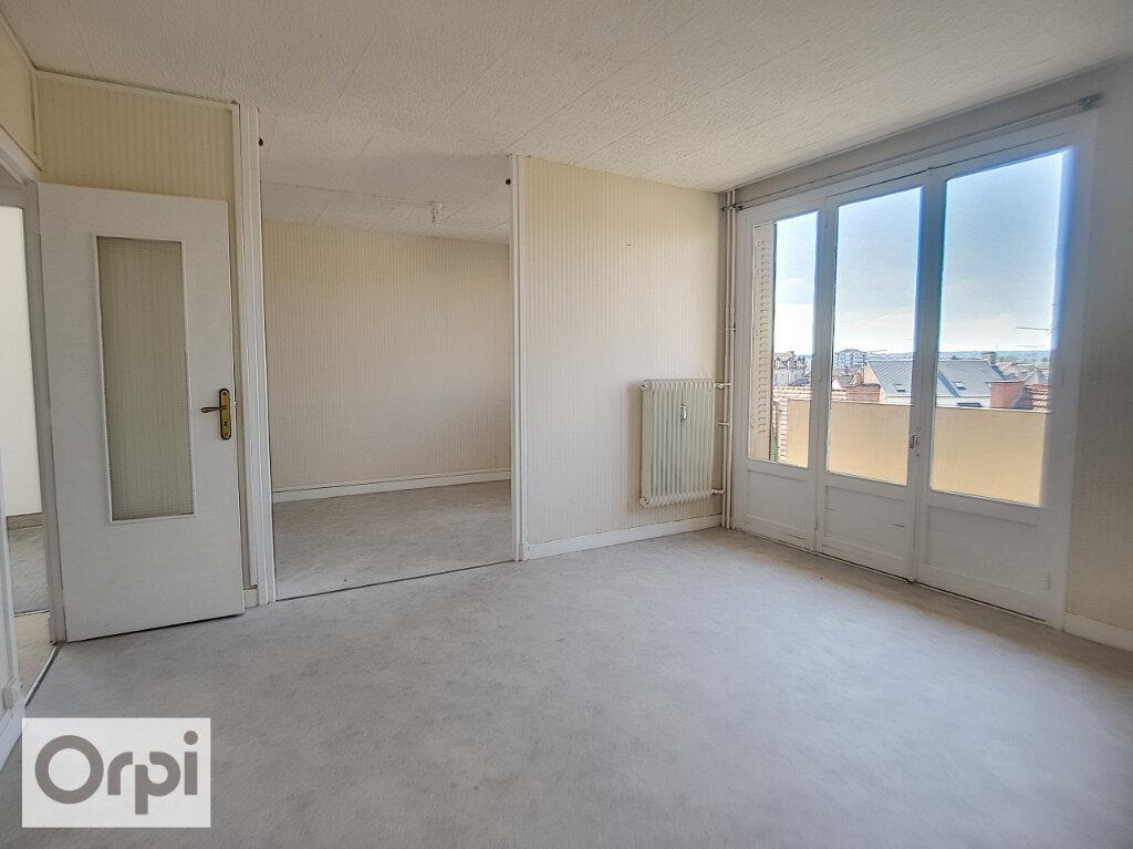 Appartement à louer 3 65.82m2 à Montluçon vignette-1