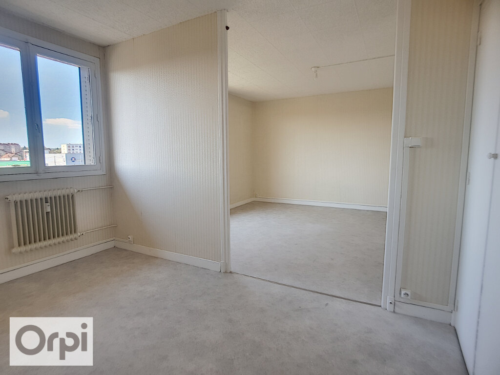 Appartement à louer 3 65.82m2 à Montluçon vignette-2