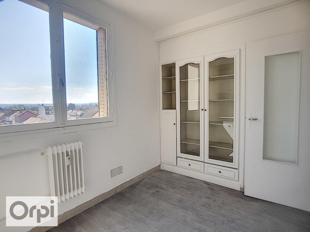Appartement à louer 3 65.82m2 à Montluçon vignette-5