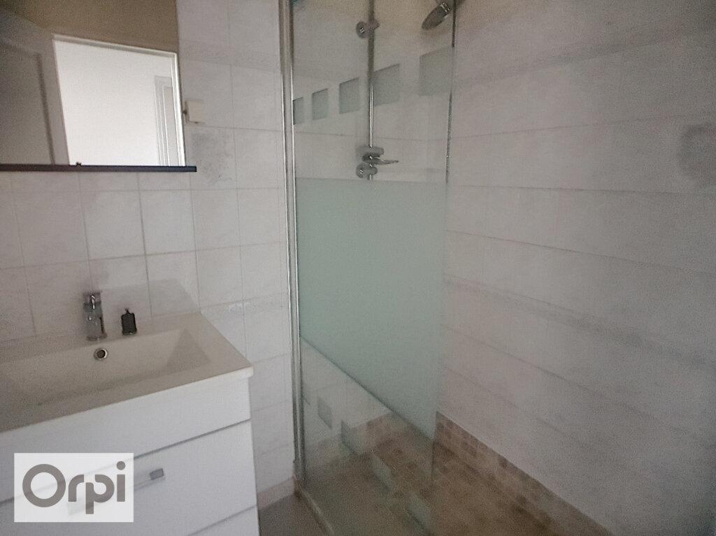 Appartement à louer 1 38m2 à Montluçon vignette-5