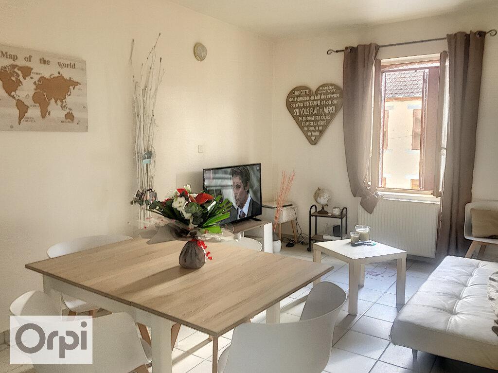 Appartement à louer 3 65m2 à Montluçon vignette-2