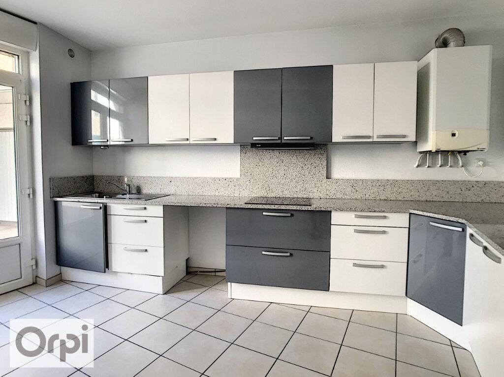 Appartement à louer 4 94.55m2 à Montluçon vignette-2
