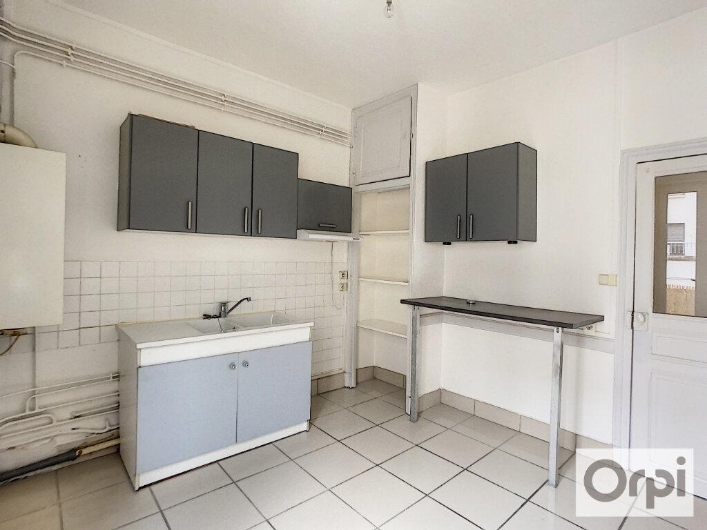 Appartement à louer 3 60.2m2 à Montluçon vignette-1