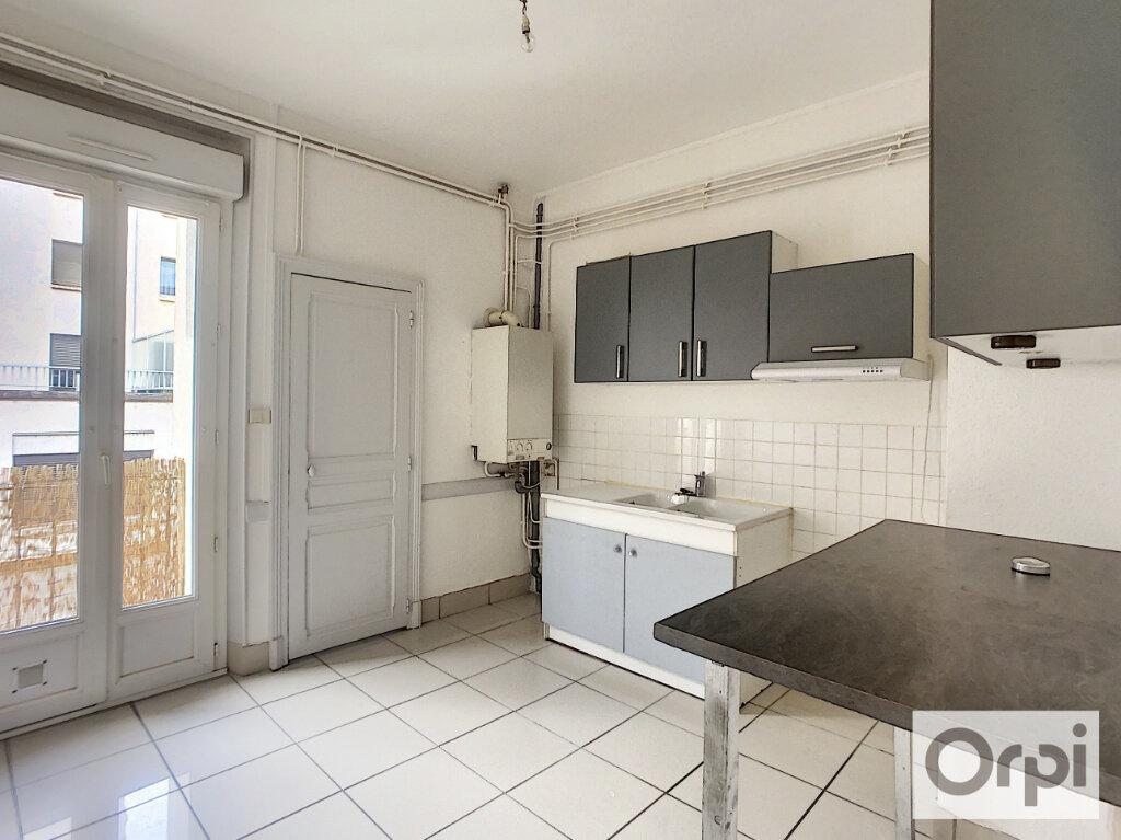 Appartement à louer 3 60.2m2 à Montluçon vignette-2