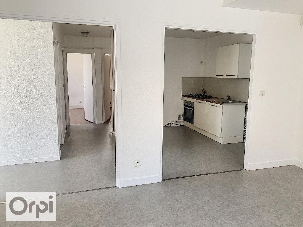 Appartement à louer 3 60.76m2 à Montluçon vignette-2
