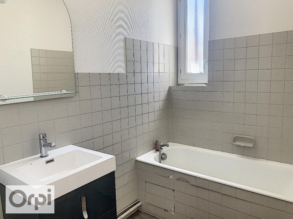 Appartement à louer 3 60.76m2 à Montluçon vignette-5